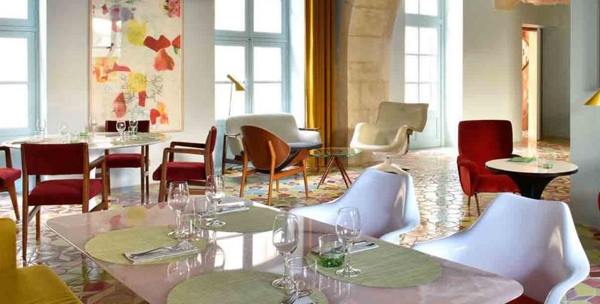 Hotel Arlatan 03 – tavolo in Rosa Afgano