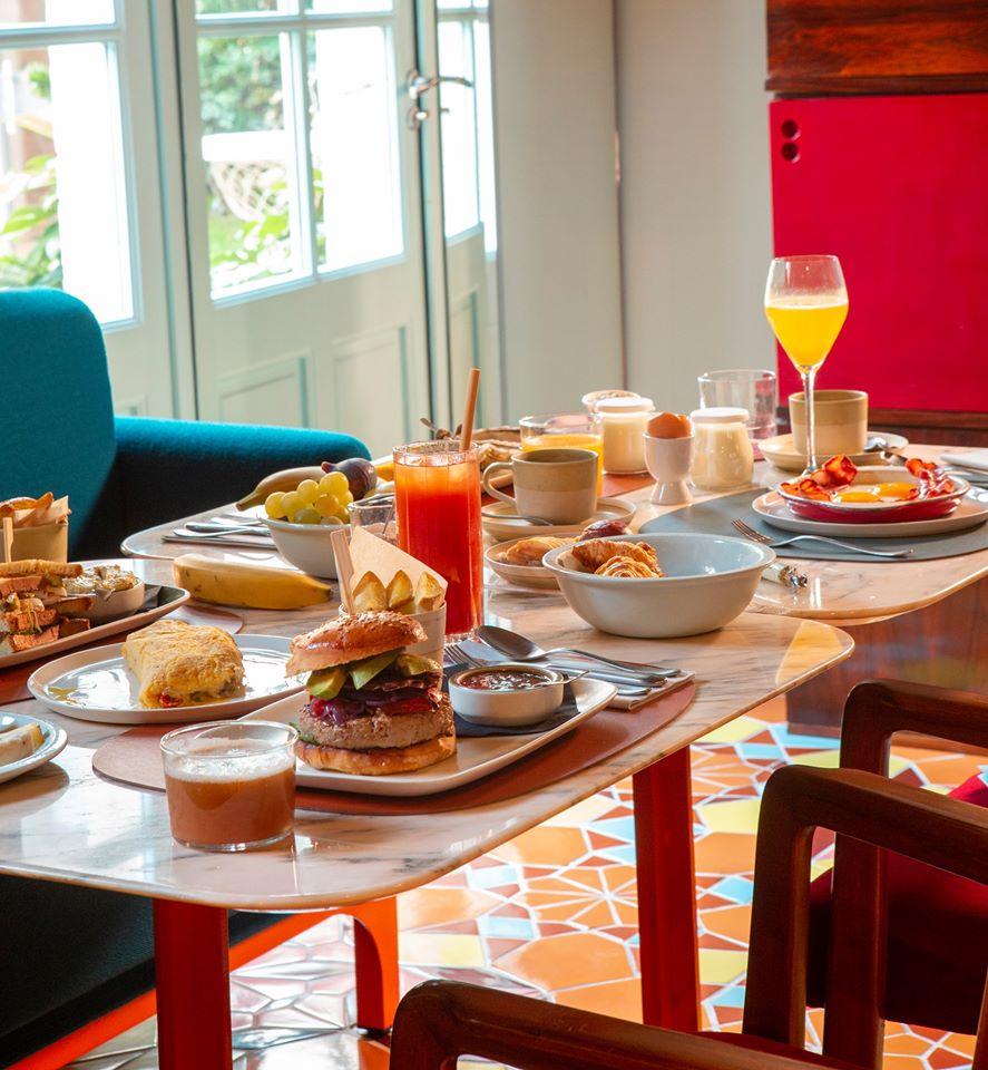 Hotel Arlatan 06 – Tavolinetti in Rosa Portogallo